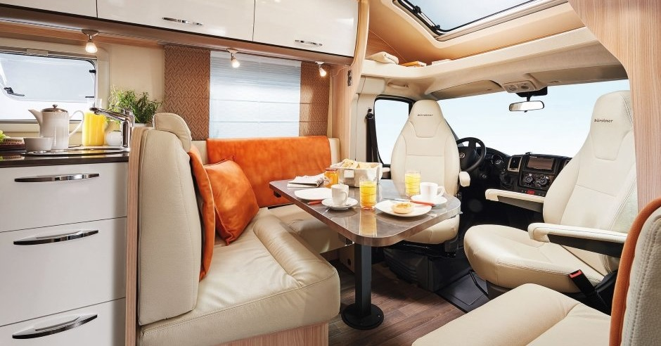 Burstner Lyseo IT728g 2018 cab and dining seating