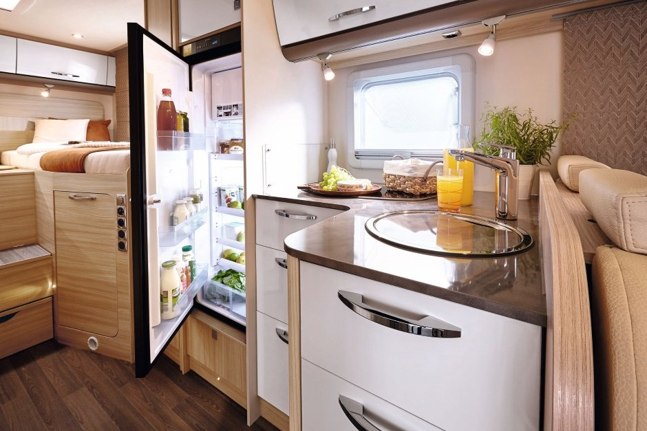 Interior Burstner IT728 2018 kitchen fridge open optimised