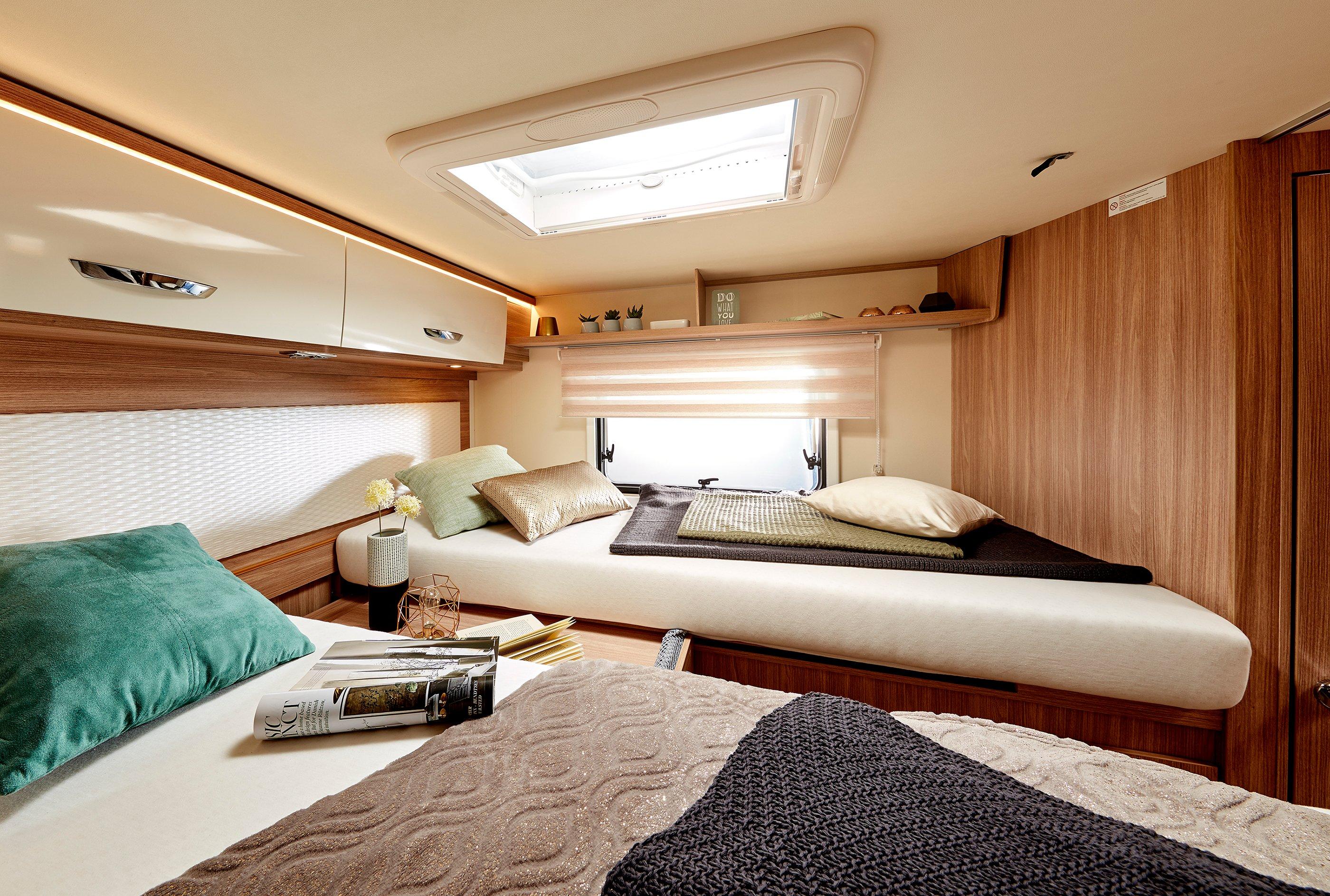 Interior bed Bürstner Lyseo TD727G